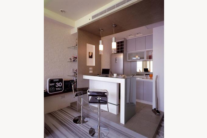 迷你空间的厨房,开放式,一字型橱柜是不错的设计.图片