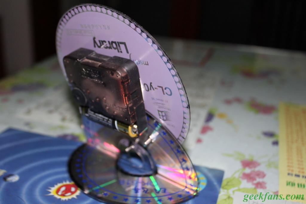 小孩用光盘制作钟的步骤