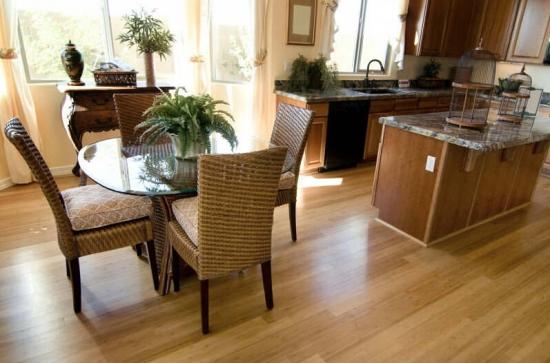 生活小窍门:你知道实木地板怎么清洁吗?