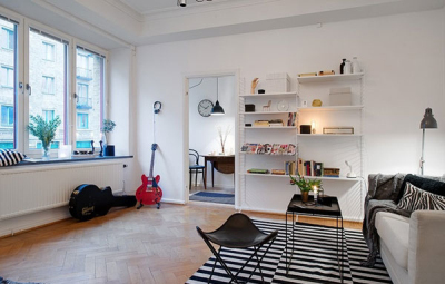 小编的话:在飘窗上放上几个舒适的靠垫便能够在看看书晒晒太阳咯,在室内种植上些许绿植来作为空间点缀,让房间内拥有了清新的绿意氛围。 以上就是香香小编为大家分享的60平米小户型北欧风格设计,面积虽然小了点,但是在设计上就非常的实用哦!