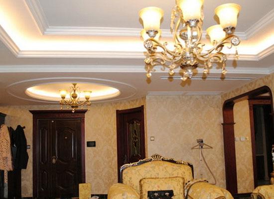 客厅吊顶,灯具需要居中安装么?