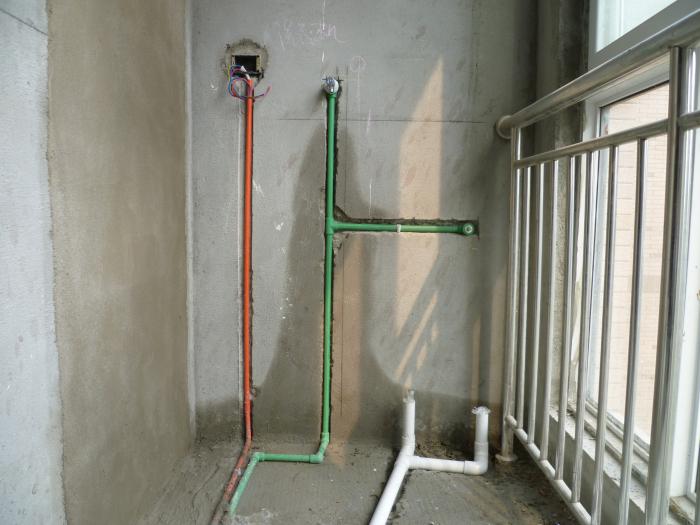 连接马桶水管标准:中水管和自来水管之间间距