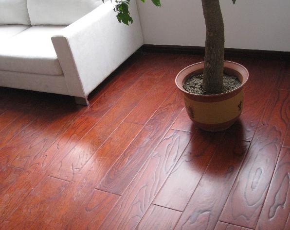 强化复合木地板的主要原料来自于人工速成