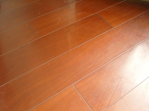 含水率高的地板,安装后必然要变形