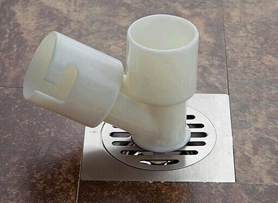 洗衣机专用地漏介绍:   洗衣机专用地漏,即中间通过特殊连接方式,连接洗衣机排水管,周围接纳地面排水。    地漏有水封地漏和气封地漏两种,由于洗衣机的瞬间排水量大,建议选择直排水的气封地漏,以保证最大程度的排水。选购洗衣机专用地漏时,注意选购方法:   选用专用的洗衣机地漏,相比普通地漏来说,洗衣机地漏的中心部位多了一个可以取下的圆形盖子,以方便洗衣机排水管直接插入,同时不影响地面积水排放;地漏材质主要有:铸铁、pvc、锌合金、不锈钢等,其中,不锈钢和铜合金材质的地漏价格适中、美观耐用,黄铜地漏各方