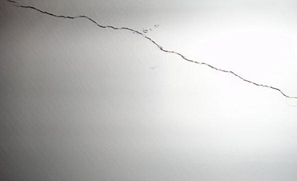 墙面为什么产生裂缝 墙面裂缝如何修补