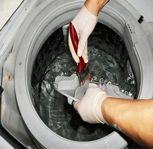 怎么清洗洗衣机妙招三:使用家用白醋对洗衣机清洗