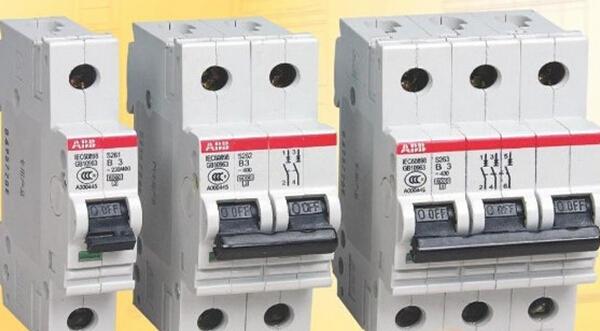 空气开关集控制和许多保护功能于一体,除能够造成接触和分断电流之外,还能对电路或电气设备造成短路,还能够对严重过载或者欠电压等现象进行保护。同时它可以用于不频繁的进行启动电动机。今天我们就来研究空气开关安装。    空气开关的用处可大了,它可以用于电路保护,如有空气开关串联、短路等电路现象,或者是瞬间电流过于大,空气开关就会自动进行跳闸,起到保护电路、杜绝危险发生的作用。由于短路有可能形成设备的损伤和火灾,甚至是人员的受伤、死亡。而电流过于大有可能会熔断导线,发生一些危险。可以看出,空气开关对我们的日常