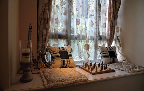 飘窗窗帘如何安装   飘窗窗帘安装方法一:在飘窗里面安装吊顶滑道