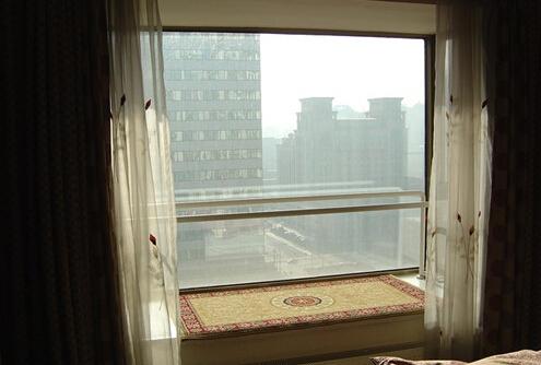 玻璃窗贴膜步骤 玻璃窗贴膜的好处