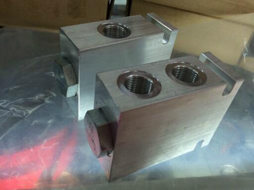 分流集流阀的同步是速度同步,当两油缸或多个油缸分别承受不同的负载图片