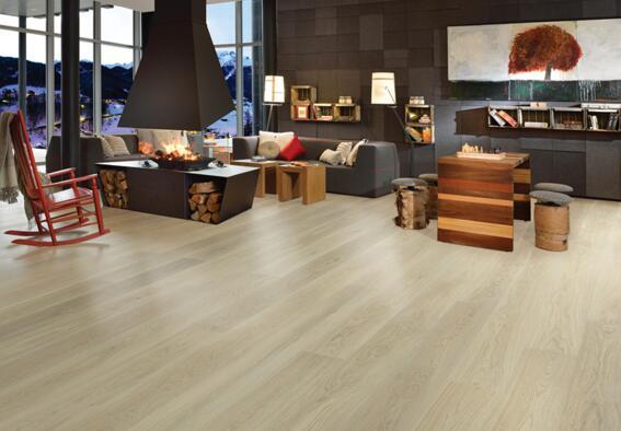 地板是现代房屋装修中不可或缺的东西,地板的品质直接影响到房屋装修的整体效果。所以选择一种品质优良且价格实惠的地板就显得格外重要。现在我们就为大家介绍一下进口木地板有哪些品牌,进口木地板哪个品牌好。    进口木地板品牌哪个好   其实每个品牌都有自己优秀的地方,也有自己的缺陷,但说哪个品牌好哪个品牌不好恐怕有失公道,要买好的地板,还要靠自己的去考察,别人说的再好,不如自己的一次去体验。找到好的地板,给自己家铺装也是最好的。   此外,在购买木地板的时候还要注意注意商家的花招   第一,地板厚度。有些地