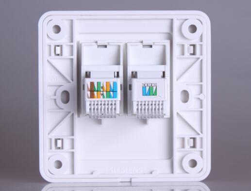 家装布线中网络接口模块的安装是一个技术活,在某些家装工程中,由于某些施工队对网络部分的安装不是很了解,网络布线也没有经过检测,导致用户在使用时发现网络根本就不通。避免这种情况的发生,下面随小编看看墙壁网线插座接法有哪些?    我们这里所说的网线插座,正确的叫法应该是网线模块,一般应用在室内的墙壁上作为网线插孔。现在家庭中使用的一般都是双绞线,双绞线分为T568A和T568B两种线序,信息模块端接入标准分T568A标准和T568B标准两种,我们的网线插座或者网线水晶头都只能在A和B中选择一种方式接线,