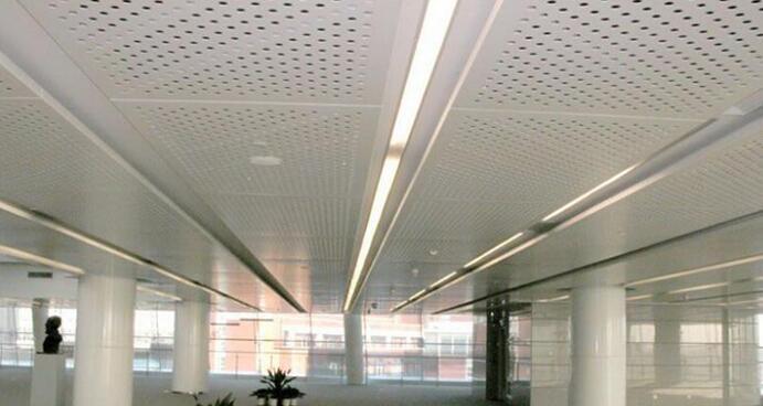 但是卫生间铝扣板吊顶是怎样安装的呢?安装流程步骤都哪些?