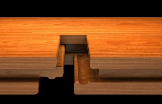 锁扣地板是什么? 锁扣地板(也称鸳鸯扣)是山东鼎钰轩地板的专利技术(专利号:200920155611.8),该扣型结合紧密,彻底克服了地板受外界冷热干湿变化过程中,产生的离缝、翘曲起鼓等问题,在铺装过程中,彻底免钉、免胶、免龙骨,直接铺设于地面,节省了房间高度,并可以重复拆装利用,经济实用,比常规地板每平方节省铺装费用20元左右。 锁扣地板的选购技巧 选购锁扣地板前,不妨留意以下的两个注意事项: 第一,锁扣地板的种类。市场上销售的强化地板按锁扣可以分为单锁扣、三重锁扣和四重锁扣地板。锁扣地板最大特点是防