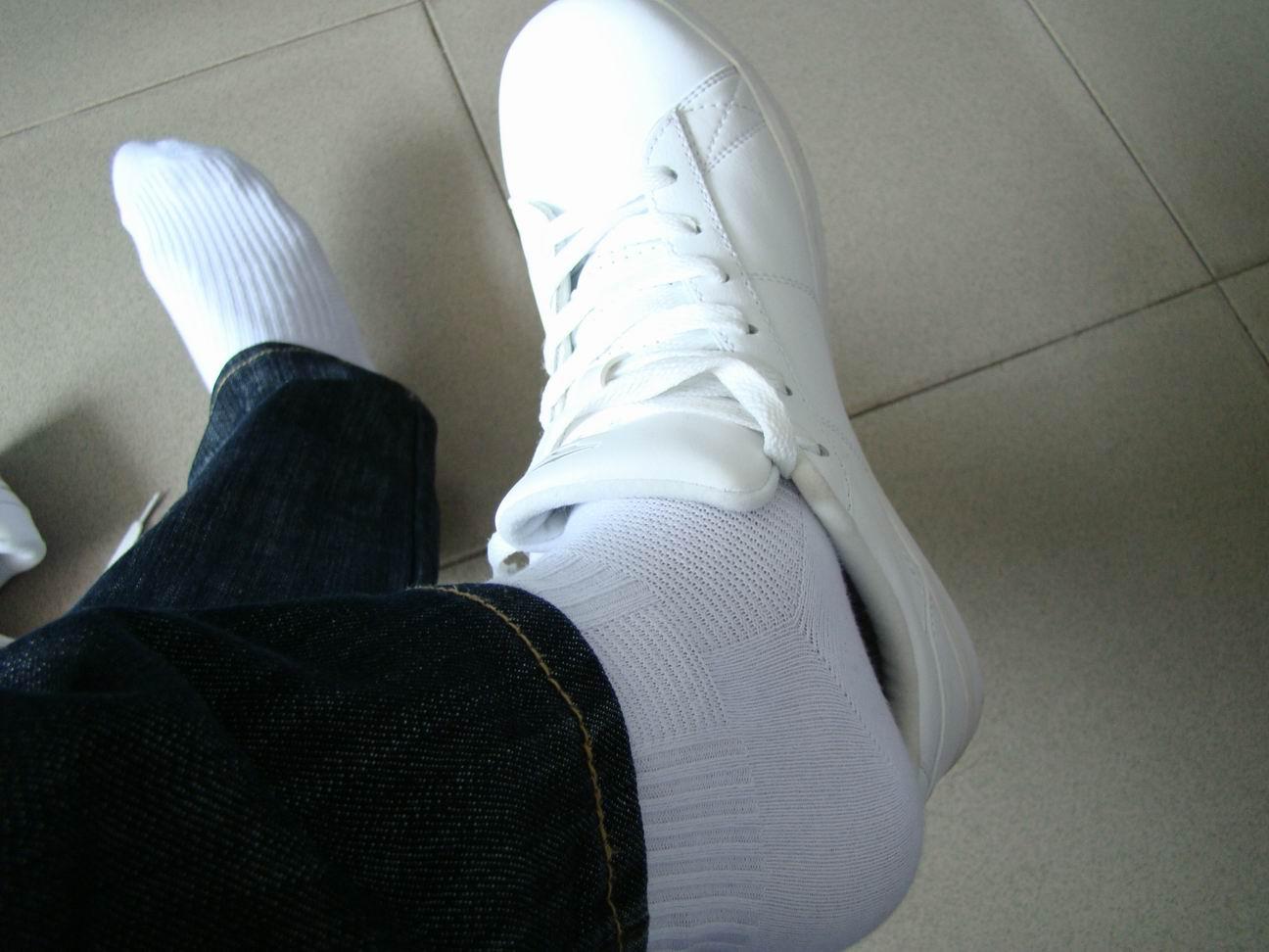 生活小窍门:白袜子怎么洗干净