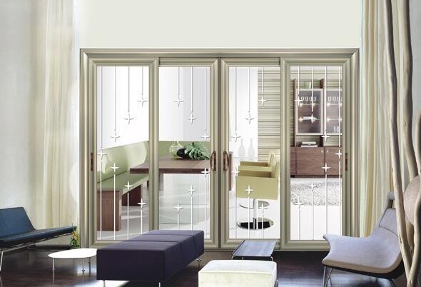 运用玻璃推拉门隔断来装修和区分客厅或卧室里的阳台已经成了现代流行的客厅阳台装修趋势。在客厅的装修中,为了让客厅卧室和阳台的空间分布和功能区分更加的明细化,更加的通透,采用玻璃推拉门隔断成了二者之间最好的设计方案。然而人们对家居的装修总有一种很特殊的情怀,在小细节上也是不忽视的,于是很多业主在选择玻璃推拉门隔断时,都会采用艺术玻璃隔断的设计会让家更加的与众不同,今天小编就跟大家分享一些客厅卧室阳台的艺术玻璃隔断装修效果图!