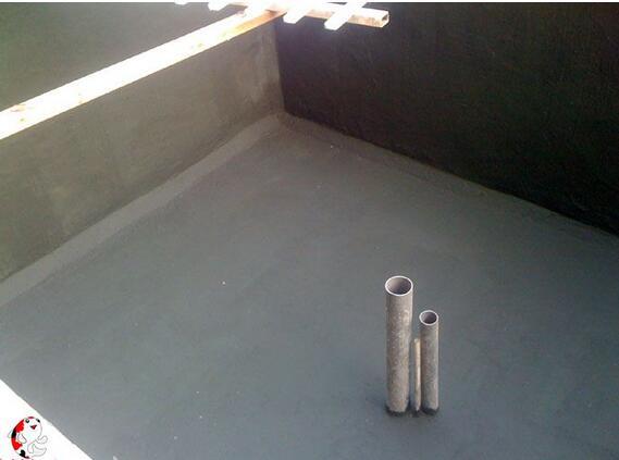 1、 防水做好的前提是防水材料与基层粘接良好,而丙纶布只能通过水泥砂浆湿贴,这种粘接也就是聚丙烯纤维被水泥砂浆浸润固化机理,然后对比起防水作用的聚乙烯膜却没有粘接,而是通过较软的聚丙烯纤维包裹,这就会使得局部漏水导致大面串水现象。   2、 卷材施工不可避免的是搭接问题,卷材都会通过同性的沥青、热熔等去密封搭接处理,而丙纶布只能通过薄层砂浆铺贴搭接,这意味着两层塑料膜之间夹着很薄的一层水泥砂浆,这种防水效果可想而知。   3、 卷材的收口、细部处理都存在很大的风险,需要通过热熔加强处理等方法预防出现问