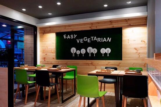 一般而言,茶餐厅可划分为厨房,顾客用餐区,卫生间,收银区甚至还包括图片