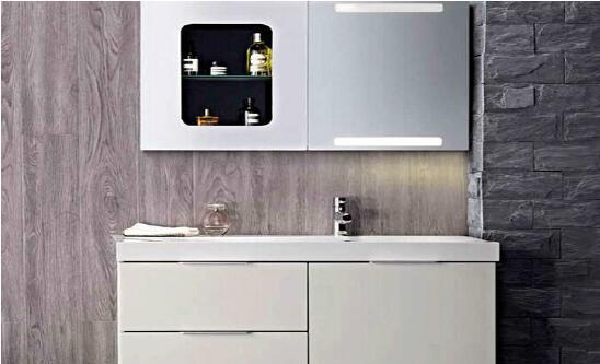科勒浴室柜,即科勒牌浴室柜,就是由美国科勒公司下属的科勒厨卫集团所生产的浴室柜。该公司在全球的厨卫领域内有着强大的影响力和知名度,是世界厨卫行业的领导型企业。目前,科勒这一品牌是我国卫浴市场上最具有知名度的品牌之一。    科勒浴室柜怎么样   特点一:科勒浴室柜的设计风格和制作工艺较为独特。   目前,科勒浴室柜主要有两大品牌,即Sanijura浴室柜和Robern高档浴室柜,此两大品牌的浴室柜都有着其独特的设计风格和制作工艺。其风格主要以美式乡村风格、欧式风格和田园风格为主。而且每一种风格的科勒