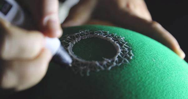 家居DIY:热熔胶一番涂画 制造廉价又精致的立体灯罩