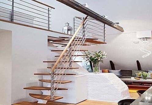 阳台楼梯装修设计方法 阳台楼梯装修设计效果图图片