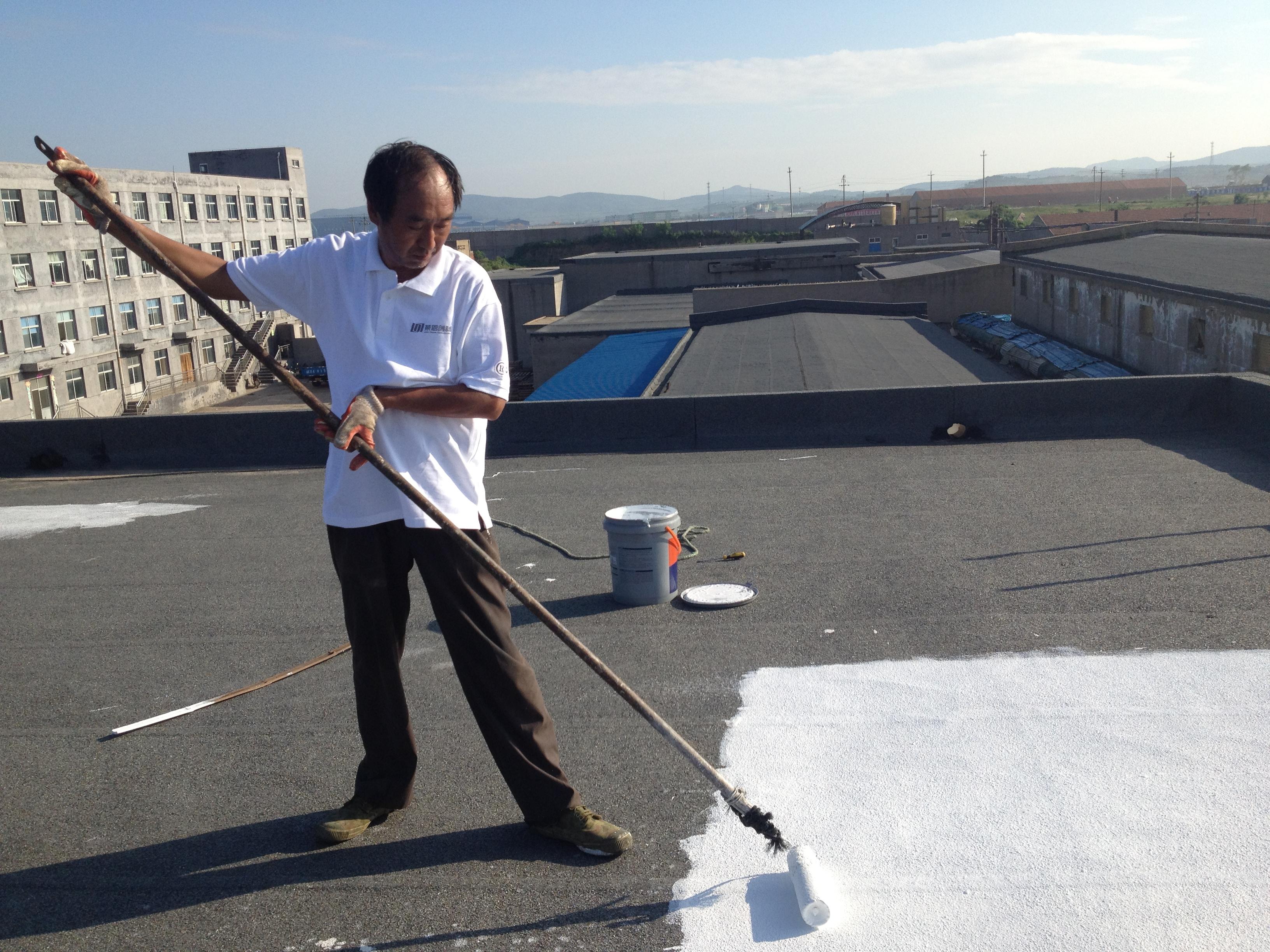 在隔热防水涂料施工过程中一定要注意规范性