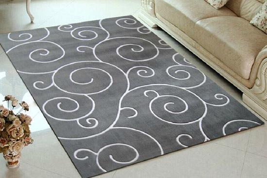 腈纶地毯弹性好、防污、防霉、防蛀。化纤地毯的面层一般采用中长纤维,绒毛不易脱落,起球,不受湿度影响,不霉、不蛀。丙纶地毯纤维密度小,抗拉强,耐磨,耐酸碱、防腐蚀,抗污染性较好,弹性虽稍逊羊毛,但比尼龙好;腈纶地毯纤维质轻、丰满、强度大、保温性能好。    腈纶地毯好吗   优点一:价格适中、重量轻、 阻燃性好。化纤地毯价格比羊毛地毯便宜许多,合成纤维比羊毛轻,保湿性能好,手感近似羊毛,经过阻燃处理后不易燃烧。   优点二:不易脱毛、便于清洗、易干燥、不起皱,不易褪色。   腈纶地毯的价格   琪斯美电