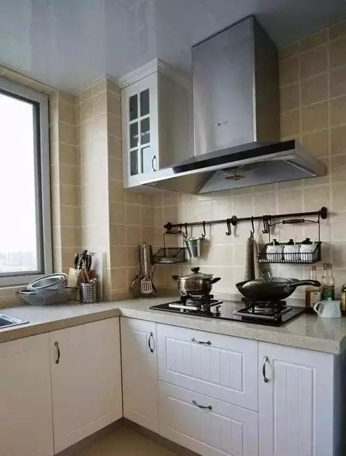 """小厨房装修设计效果图,空间利用""""大""""有诀窍"""