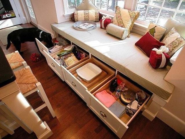 家中没有衣帽间小户型会想方设法做收纳放置物品,那床底下很容易