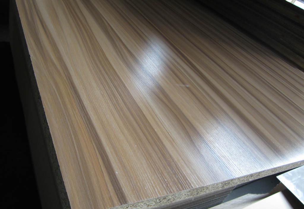 使得贴面板与胶合板(或细木工板)两种板材的功用合二为一,无须油漆