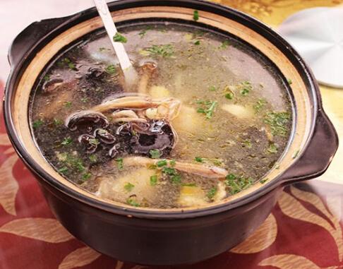 【茶树菇炖鸡汤】茶树菇鸡汤的做法