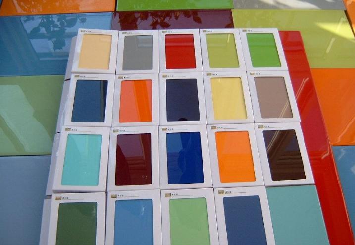 目前有最新的雕刻烤漆板,纽卡家居烤漆板等.