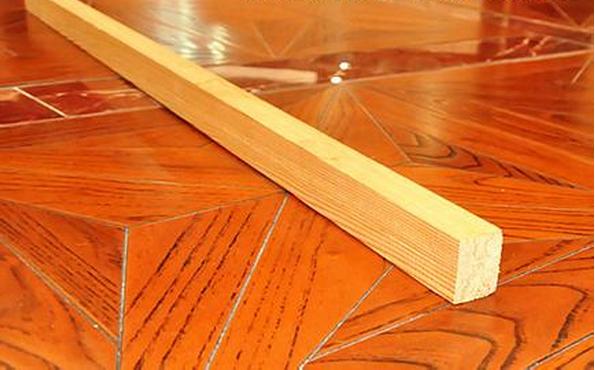 龙骨是用来支撑造型、固定结构的一种建筑材料,是装修的骨架和基材,实木地板安装离不开龙骨。下面,保障网小编为大家介绍一下实木地板龙骨标准尺寸与数量是多少。   实木地板龙骨标准尺寸  实木地板龙骨标准尺寸与数量   在实木地板龙骨安装上没有明确的标准,但目前装修过程中用的比较多的就是2.