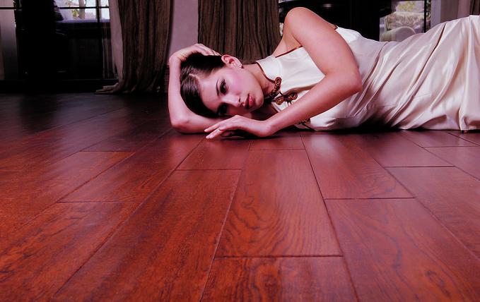 中等实木地板材料:柚木(名贵,产地缅甸),印茄(菠萝格),香茶茱萸