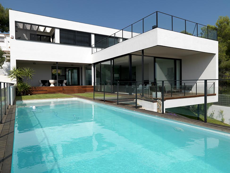 西班牙纯白现代别墅装修设计 纯白现代别墅装修设计效果图