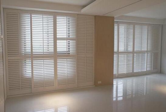 百叶窗和窗帘哪个好 百叶窗和窗帘特点介绍