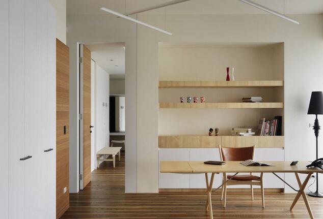 在我们的装修中,不少朋友们会考虑到书房的装修,看似狭小的10平米书房装修,可以为家居生活注入更多丰富的元素。因此装修网小编今天就给大家奉上6-10平米书房装修实景图,希望可以给大家提供一点建议。   6-10平米书房装修实景图设计一:   这种是卧室与书房相结合的装修风格非常省空间,洋溢着浓浓的北欧风,白色作为主色调营造出安静的空间,很适合用作书房。活泼的飘窗,丰富的软装搭配与纯洁的白色成鲜明对比,一静一动的设计方式反而让整个空间更有趣味。