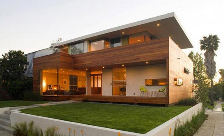 木质别墅款式图片   时尚现代化纯木质结构别墅外观建造呈现在你眼前,方形的造型很规整,同时实木的材质更加稳固结实,有很好的防水防腐效果,开放式的窗子明朗大方,可以很好的通风换气,增添了健康舒适的生活。旋转样式的楼梯很别致,上下楼也更加方便,提升了艺术美感。一楼还有内置的车库,整体的搭配很有条理。