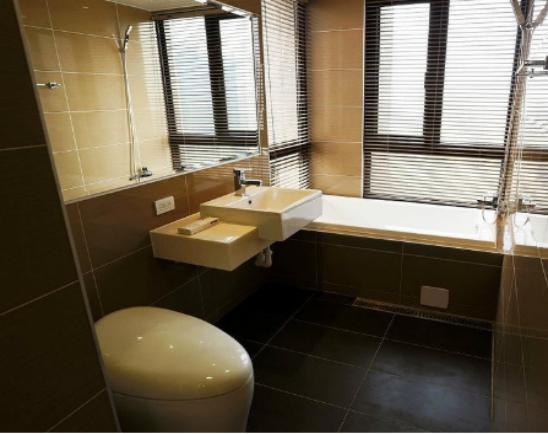 小面积厕所怎么装修高清图片
