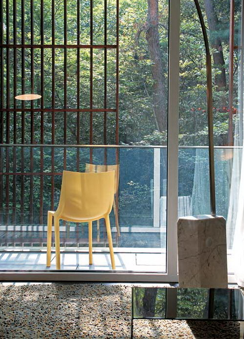 大树,阳光和微风的别墅室内装修设计