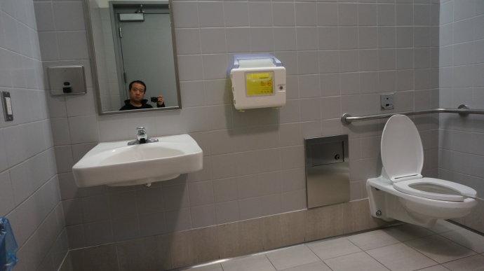 无障碍卫生间大小装修设计