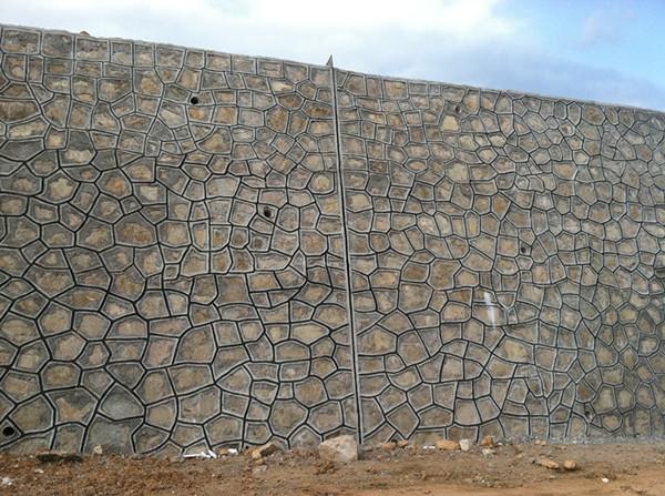 挡土墙指铁路或公路修建中支承路基填土或山坡土体、防止填土或土体变形失稳的构造物。一般根据其不同情况而采取其相应的措施。    什么是挡土墙   挡土墙是指支承路基填土或山坡土体、防止填土或土体变形失稳的构造物。   在挡土墙横断面中,与被支承土体直接接触的部位称为墙背;与墙背相对的、临空的部位称为墙面;与地基直接接触的部位称为基底;与基底相对的、墙的顶面称为墙顶;基底的前端称为墙趾;基底的后端称为墙踵。   挡土墙是为了实现地势的高差较大时做的用来阻挡标高较高的地势而增加的墙体,主要考虑受弯,受剪,及