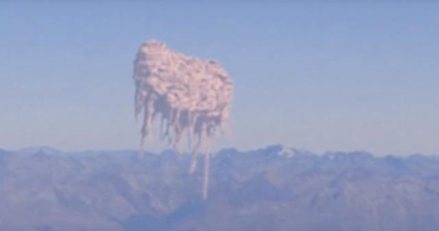 男子在飞机上欣赏窗外的风景,突然看到一幕让他直冒冷汗!