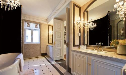 欧式风格是以宫廷建筑为代表的中国古典建筑的室内