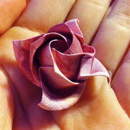 家居diy:如何用钱折玫瑰花?土豪,我们做盆友吧