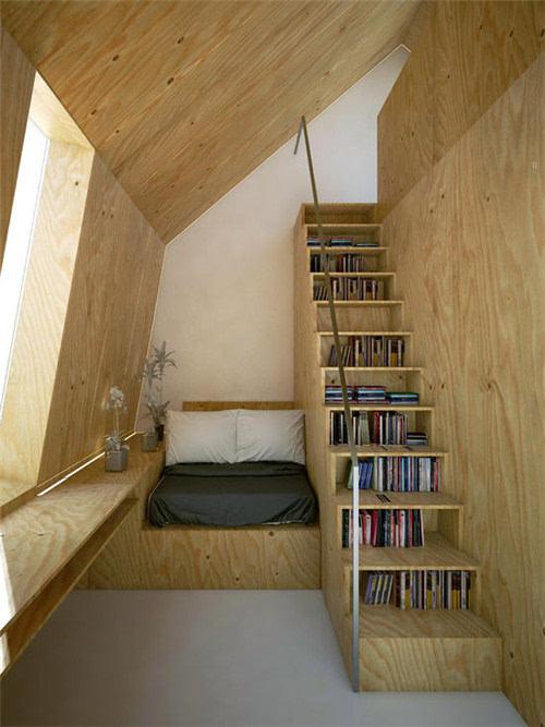 由阁楼改造的小户型卧室,原木素材搭配简约的风格,让不规则的房间也图片