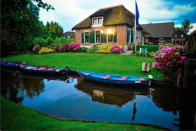 了许多壮丽的都市和风景区,却已无法对简单质朴的景色充分欣赏,在荷兰