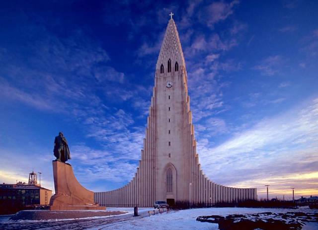 该教堂由冰岛著名的建筑师gudjon