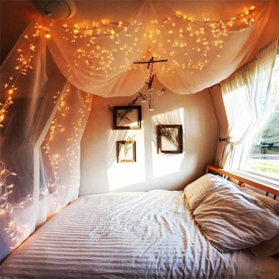 彩灯装饰卧室 卧室彩灯怎么挂好看 好看的串灯挂法图片 星星灯怎么挂墙面好看 彩灯怎么挂好看室内 彩灯装饰卧室图片